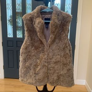 Gap girls' faux fur vest size 8-9